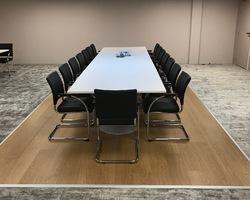 table de conférence fabrication française  chaises pied luge inversé Gilmat Paris